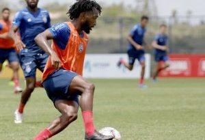 Destaque do time de transição, atacante Gustavo renova com o Bahia